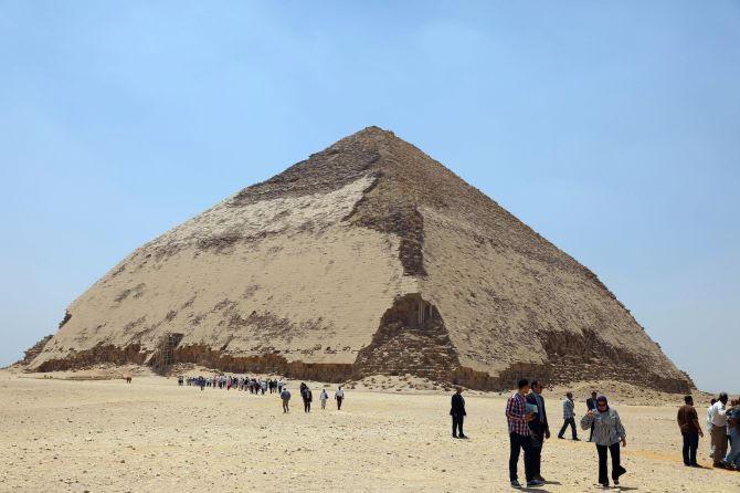 https: img.okezone.com content 2019 07 15 406 2079157 pertama-kali-dalam-50-tahun-dua-piramid-kuno-di-mesir-dibuka-untuk-publik-6tpHTLH9Wt.jpg