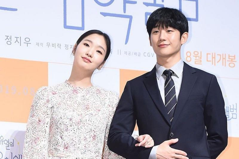 https: img.okezone.com content 2019 07 16 206 2079695 adu-akting-di-tune-in-for-love-jung-hae-in-gugup-reuni-dengan-kim-go-eun-nq817SVeex.jpg