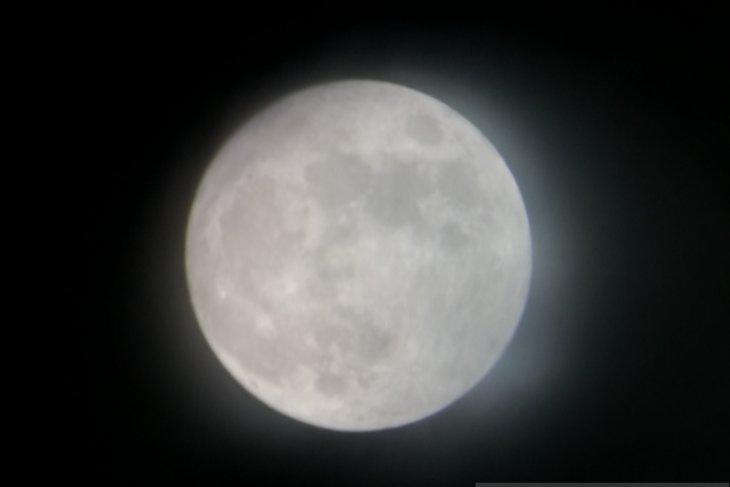 https: img.okezone.com content 2019 07 16 338 2079841 planetarium-sediakan-13-teleskop-pantau-gerhana-bulan-gratis-bagi-masyarakat-EyM6BRk6N6.jpg