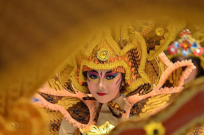 https: img.okezone.com content 2019 07 16 406 2079561 11-negara-bakal-usung-ciri-khas-tradisional-di-solo-batik-carnival-2019-26HwNX5H7T.jpg