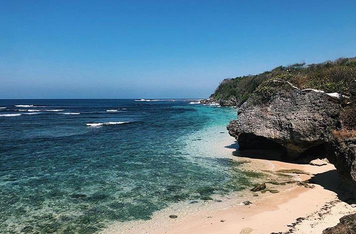 https: img.okezone.com content 2019 07 16 406 2079582 dilanda-gempa-ini-5-wisata-pantai-di-kawasan-nusa-dua-bali-KYWimI2n9E.jpg