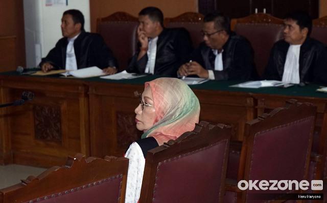 https: img.okezone.com content 2019 07 17 337 2080176 tak-terima-divonis-2-tahun-penjara-ratna-sarumpaet-ajukan-banding-fJv2Y67shD.jpg