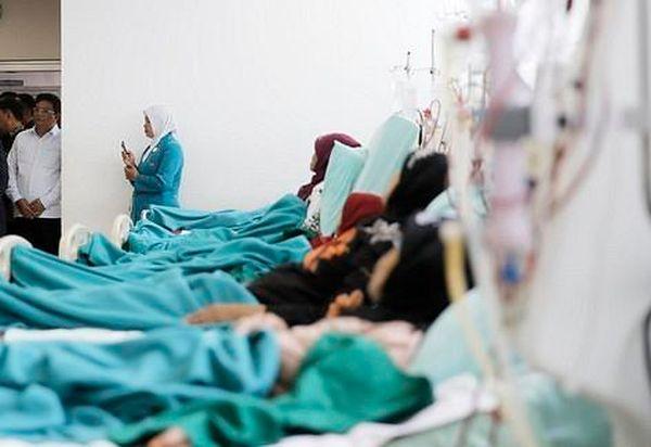 https: img.okezone.com content 2019 07 17 338 2080330 40-siswa-sd-dilarikan-ke-rumah-sakit-akibat-keracunan-lemper-KxO63IzGKC.jpg