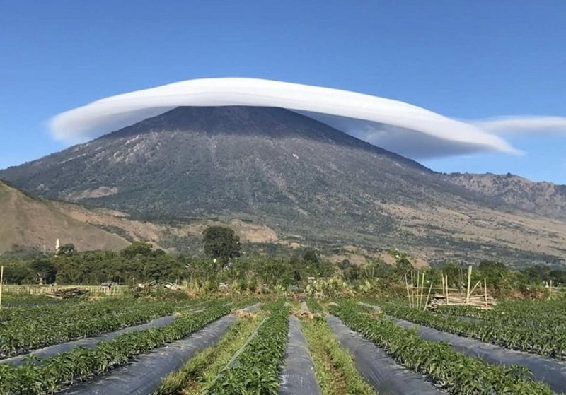 https: img.okezone.com content 2019 07 17 406 2080117 viral-foto-gunung-rinjani-beserban-putih-indah-banget-0sZnQdw3Is.jpg