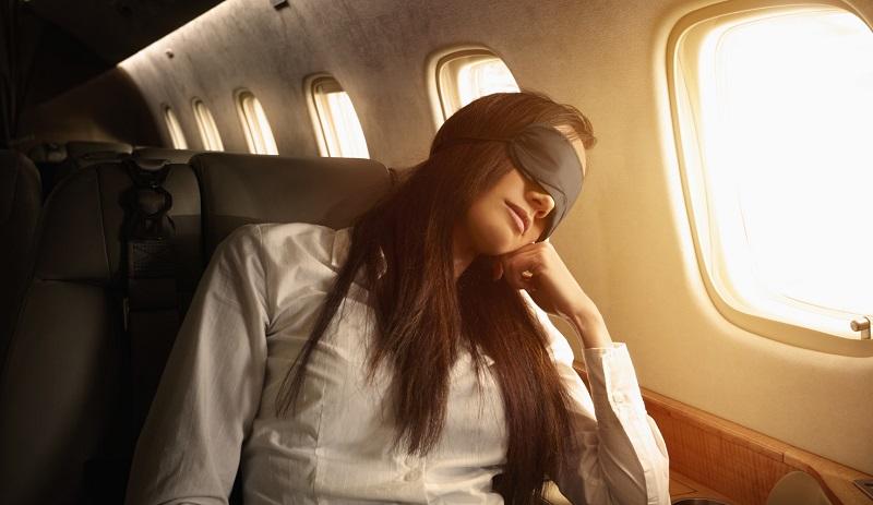 https: img.okezone.com content 2019 07 17 406 2080207 lupakan-berfoto-begini-6-cara-mudah-tertidur-di-pesawat-UXANlE8fsF.jpg