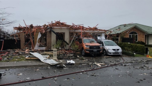 https: img.okezone.com content 2019 07 19 18 2080998 ledakan-gas-hancurkan-rumah-di-christchurch-6-orang-terluka-arxFV5ZoCJ.jpg