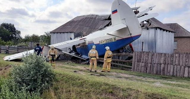https: img.okezone.com content 2019 07 19 18 2081075 3-orang-terluka-akibat-pesawat-terobos-dapur-rumah-warga-di-rusia-9p5aZ5S1X1.jpg
