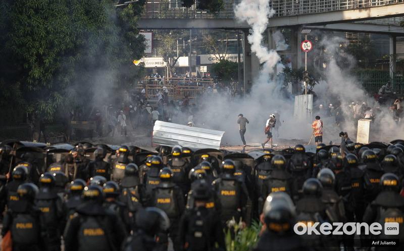https: img.okezone.com content 2019 07 19 337 2080957 polisi-limpahkan-berkas-perkara-ratusan-kerusuhan-bawaslu-ke-kejati-dki-ABX26CnTGW.jpg