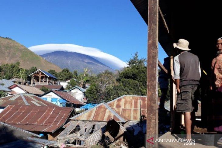 https: img.okezone.com content 2019 07 19 337 2080975 fenomena-gunung-rinjani-bertopi-awan-dikaitkan-dengan-gempa-ini-penjelasannya-HYiV44PO5F.jpg
