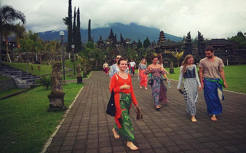 Marak Guide Asing Ilegal Di Bali 15 Orang Ditangkap Okezone Travel
