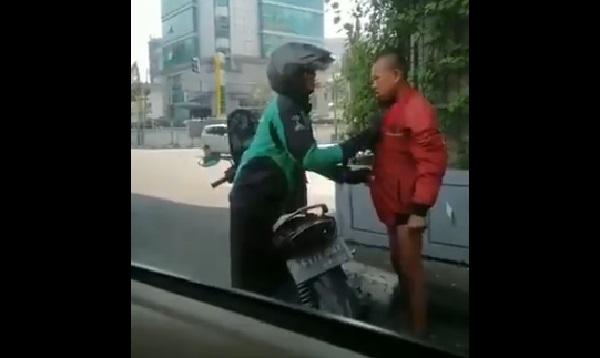 https: img.okezone.com content 2019 07 19 612 2080891 viral-video-driver-ojek-online-berikan-jaket-untuk-remaja-bugil-di-lampu-merah-MgrtdjtRXo.jpg