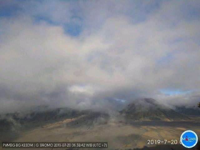 https: img.okezone.com content 2019 07 20 519 2081328 pascaerupsi-cuaca-di-gunung-bromo-berawan-dan-mendung-v0iEoPmJht.jpg