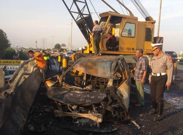 https: img.okezone.com content 2019 07 21 338 2081629 terbakarnya-truk-tangki-pertamina-di-rawamangun-diduga-karena-kecelakaan-Yb0SjzjM1E.jpg