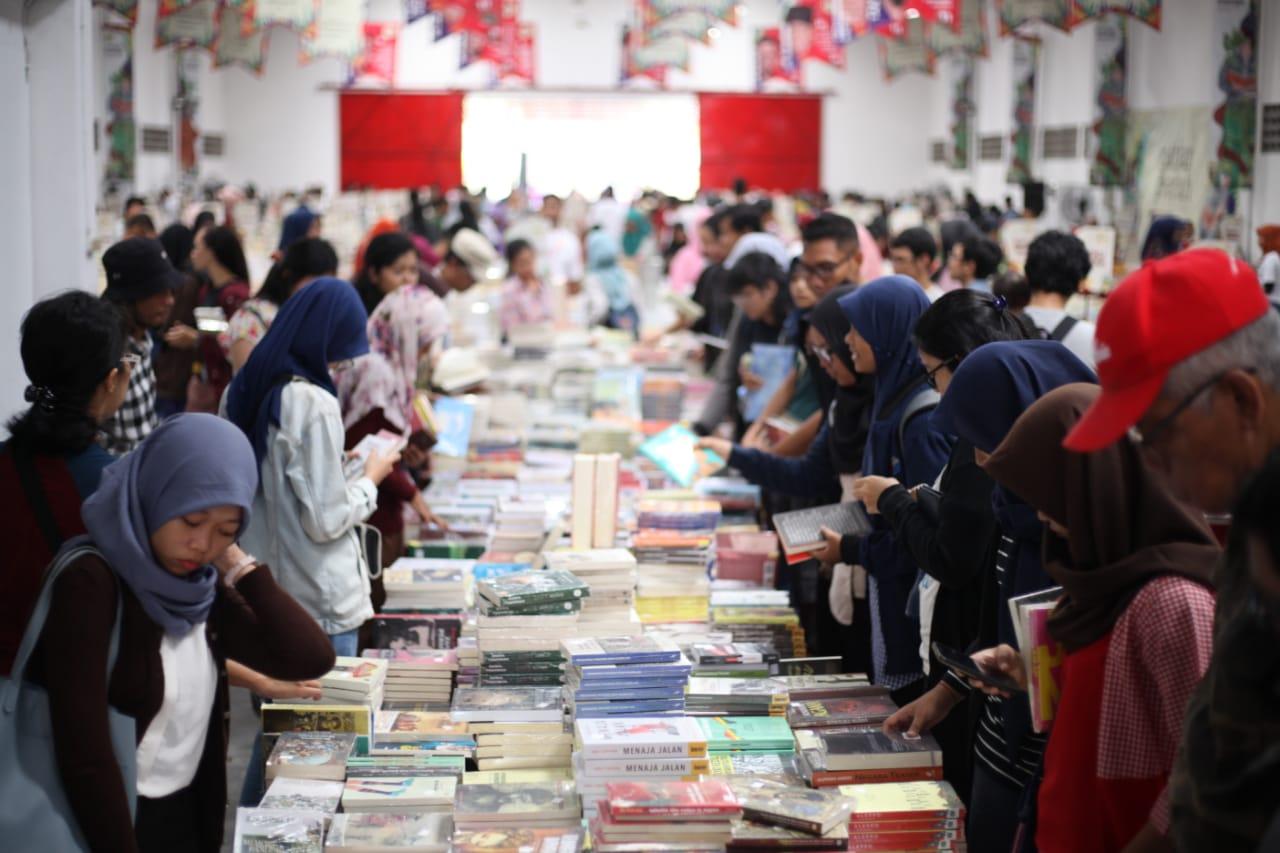 https: img.okezone.com content 2019 07 21 406 2081571 festival-kecil-literasi-dan-pasar-buku-keliling-siap-meriahkan-malang-N2yviSQObg.jpg
