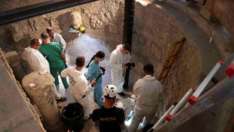 https: img.okezone.com content 2019 07 22 18 2081893 cari-remaja-yang-hilang-tiga-dekade-lalu-vatikan-gali-ribuan-tulang-dari-makamnya-DmfG8torT9.jpg