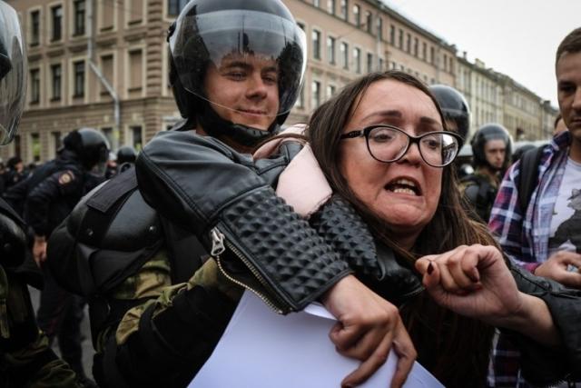 https: img.okezone.com content 2019 07 23 18 2082639 aktivis-lgbt-rusia-yelena-grigoryeva-tewas-dibunuh-5ZBAZQKTmS.jpg