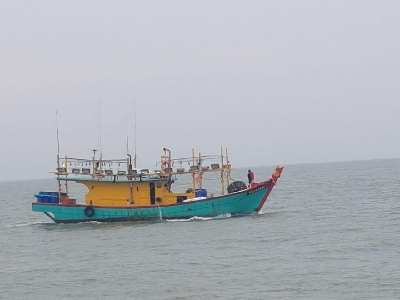 https: img.okezone.com content 2019 07 23 320 2082546 kkp-tangkap-kapal-ilegal-malaysia-di-selat-malaka-OjWsEqHmtm.jpeg