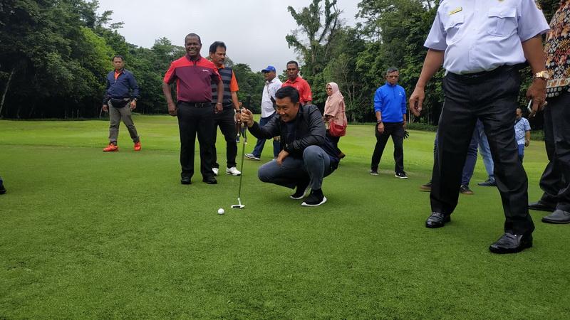 https: img.okezone.com content 2019 07 24 43 2083125 menpora-minta-pb-pon-papua-perbaiki-venue-golf-nVrJPi4RT9.jpg