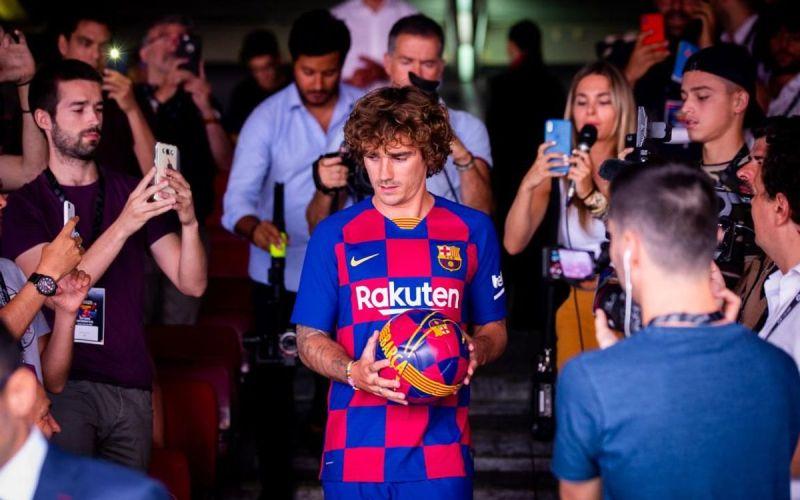 https: img.okezone.com content 2019 07 24 46 2082798 griezmann-tak-masalahkan-posisisnya-di-barcelona-FESuEImKGa.jpg
