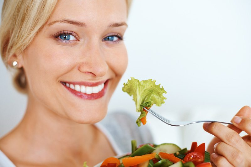 https: img.okezone.com content 2019 07 24 481 2083230 pola-makan-seperti-ini-ampuh-turunkan-risiko-diabetes-PJDd2fEgVo.jpg