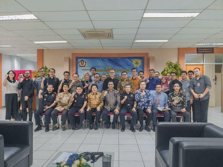 https: img.okezone.com content 2019 07 25 1 2083283 bea-cukai-terbitkan-izin-plb-barang-jadi-non-mmea-pertama-di-indonesia-YK26rpZujX.jpg