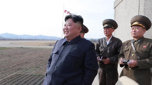 https: img.okezone.com content 2019 07 25 18 2083348 korea-utara-tembakkan-2-rudal-jarak-pendek-ke-laut-jepang-WBsxhFn2Lh.jpg