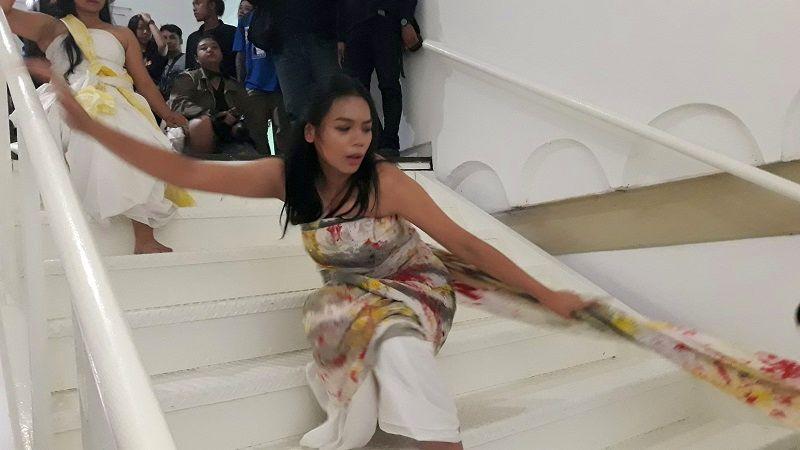 https: img.okezone.com content 2019 07 26 194 2084132 menari-di-art-jog-alya-nurshabrina-pukau-pengunjung-jogja-nasional-museum-LsqYo6tZSK.jpg