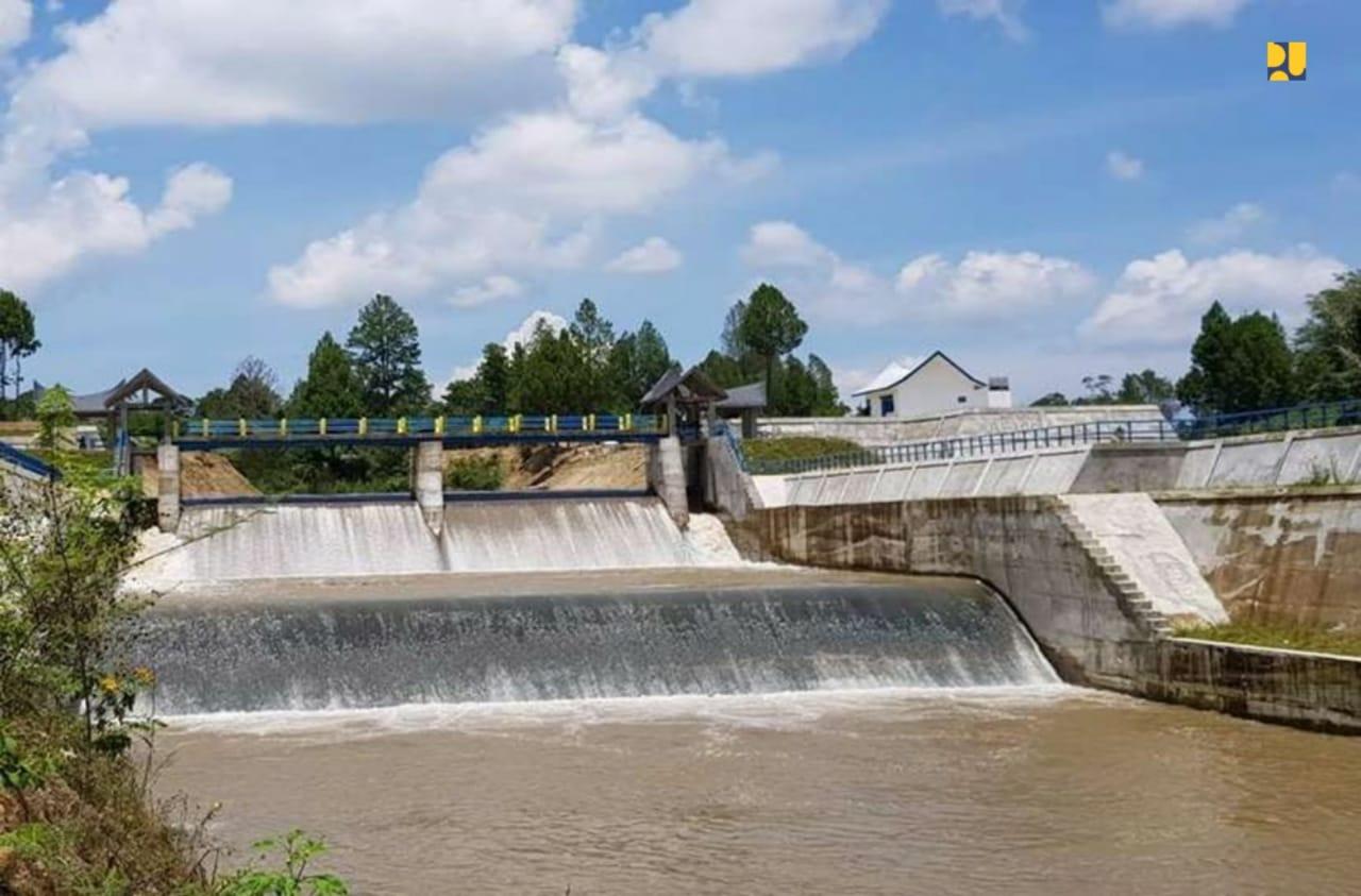 https: img.okezone.com content 2019 07 26 320 2084110 antisipasi-kekeringan-sungai-cisadane-pupr-perbaiki-10-pintu-air-dan-siapkan-sumur-eemW8Zwaom.jpeg