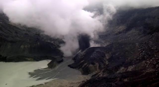 https: img.okezone.com content 2019 07 27 525 2084261 bnpb-tidak-ada-korban-jiwa-akibat-erupsi-tangkuban-parahu-BrekbsDqJB.jpg