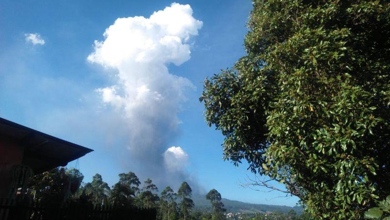 https: img.okezone.com content 2019 07 27 525 2084450 bmkg-tegaskan-erupsi-tangkuban-parahu-tak-memicu-aktivitas-sesar-lembang-HXMoVpR76d.jpg