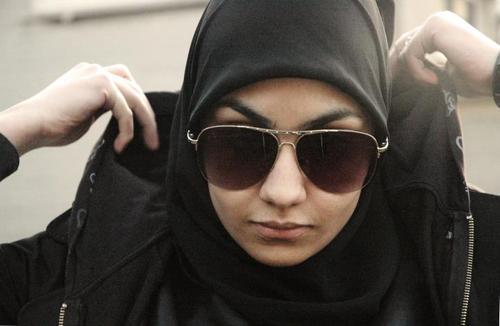 https: img.okezone.com content 2019 07 27 614 2084280 hukum-pakai-masker-dan-kacamata-bagi-perempuan-yang-ihram-4kEq99nCIh.jpg