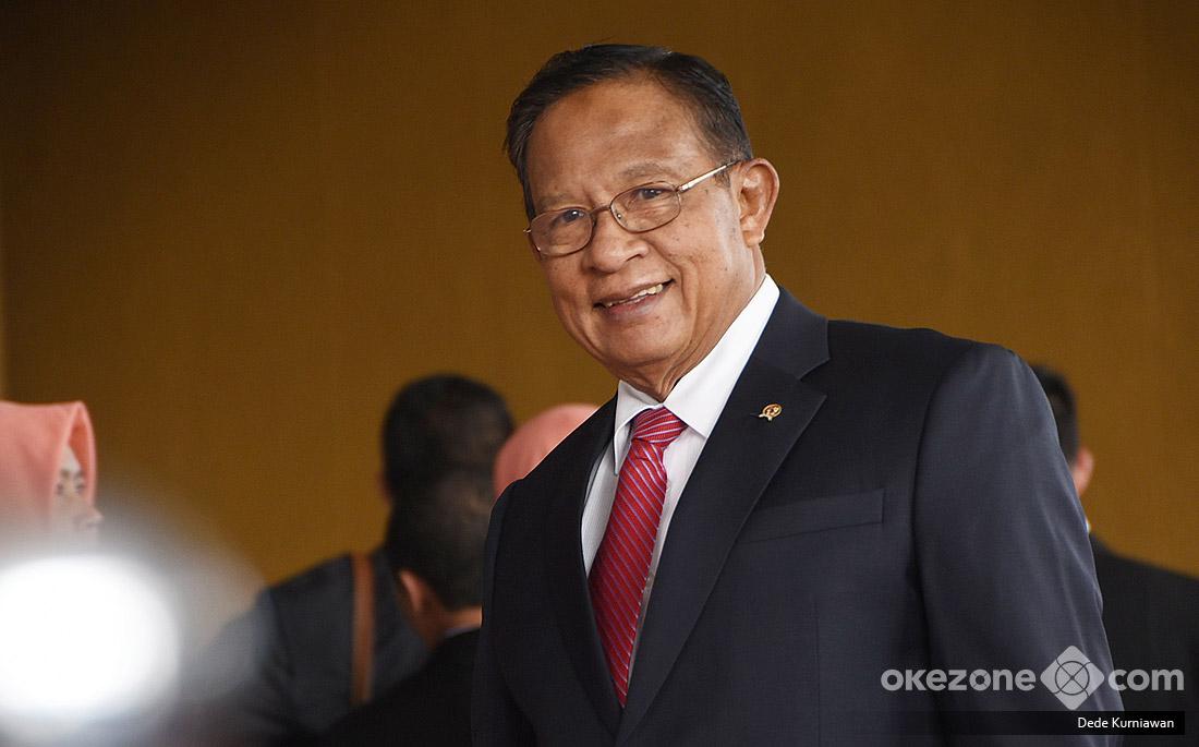 https: img.okezone.com content 2019 07 28 20 2084601 apabila-ditunjuk-jadi-menteri-lagi-oleh-jokowi-menko-darmin-emang-gue-pikirin-GNOUIk9RqL.jpg