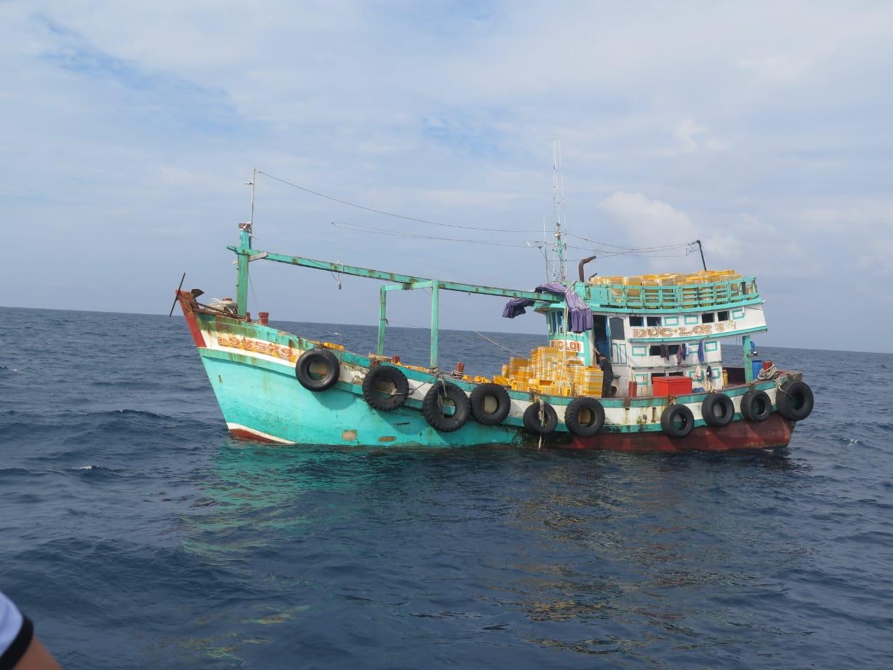 https: img.okezone.com content 2019 07 28 320 2084615 ri-kembali-tangkap-6-kapal-ilegal-dari-vietnam-dan-filipina-wcaTBlhcIc.jpg