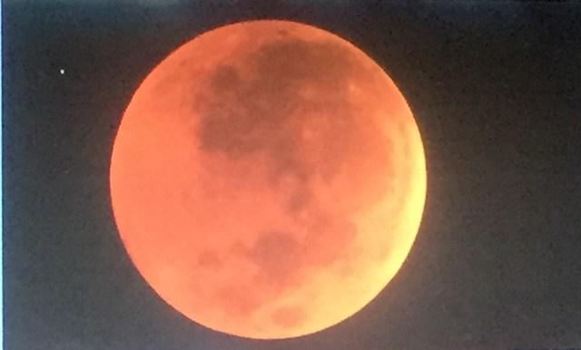 https: img.okezone.com content 2019 07 28 337 2084522 peristiwa-28-juli-peru-merdeka-hingga-terjadinya-gerhana-bulan-total-terlama-R4ZdIWZOLo.jpg