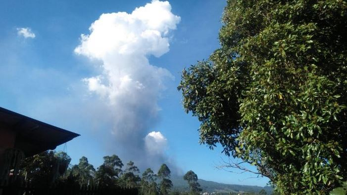 https: img.okezone.com content 2019 07 28 525 2084746 pasca-erupsi-status-gunung-tangkuban-parahu-terpantau-normal-aWWnyy4VDm.JPG