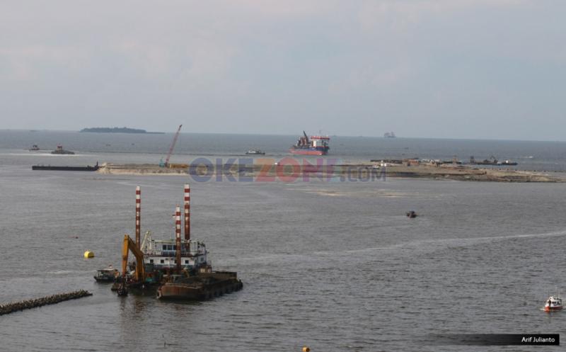 https: img.okezone.com content 2019 07 29 338 2084913 pencemaran-minyak-di-pantai-karawang-meluas-ke-kepulauan-seribu-jakarta-spLoaGI0Hn.jpg