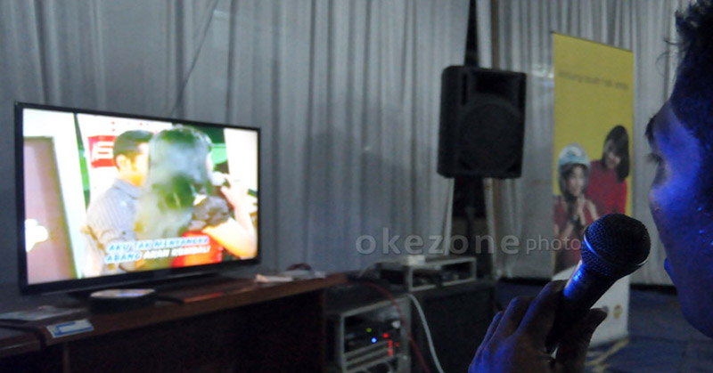 https: img.okezone.com content 2019 07 29 340 2084930 berdendang-di-room-karaoke-sejumlah-oknum-tni-dan-polri-terjaring-razia-GGryYBpS59.jpg