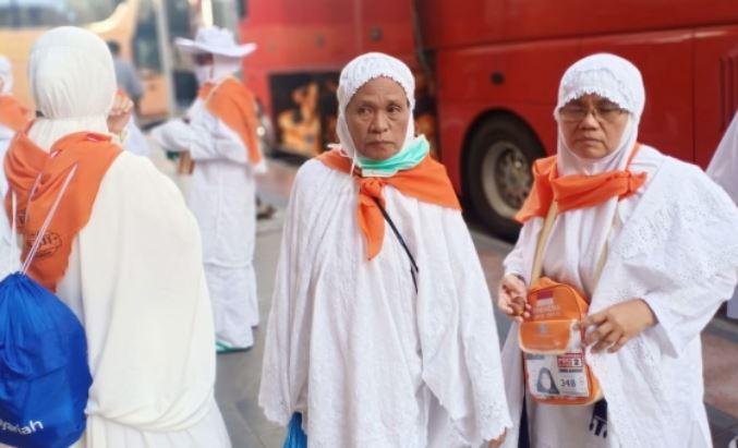 https: img.okezone.com content 2019 07 29 398 2084749 320-jamaah-haji-indonesia-kehilangan-sandal-di-masjid-nabawi-LZEj8Qs9VA.JPG