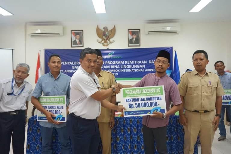 https: img.okezone.com content 2019 07 30 1 2085443 lombok-internasional-airport-kucurkan-dana-pinjaman-dan-bantuan-sebesar-rp457-juta-lQOsBHlVB9.jpeg
