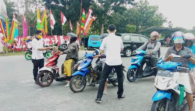 https: img.okezone.com content 2019 07 30 340 2085639 pekanbaru-diselimuti-asap-pekat-karhutla-10-ribu-masker-dibagikan-ke-masyarakat-zO9EnvpPqA.jpg