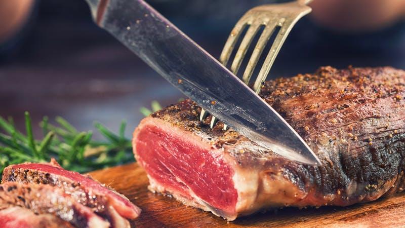 https: img.okezone.com content 2019 07 31 298 2086044 jangan-salah-pesan-ini-5-bagian-daging-sapi-paling-enak-untuk-steak-lxnyUhTKZk.jpg