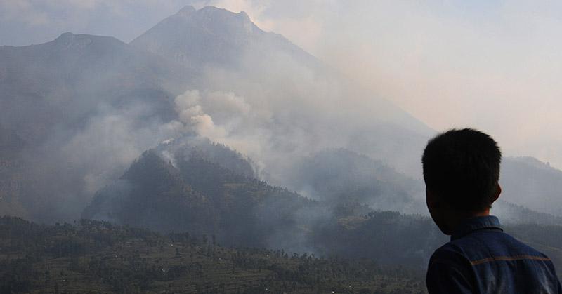 https: img.okezone.com content 2019 07 31 337 2085972 pvmbg-erupsi-gunung-kerinci-tak-ganggu-aktivitas-penerbangan-8NuptiYjpR.jpg