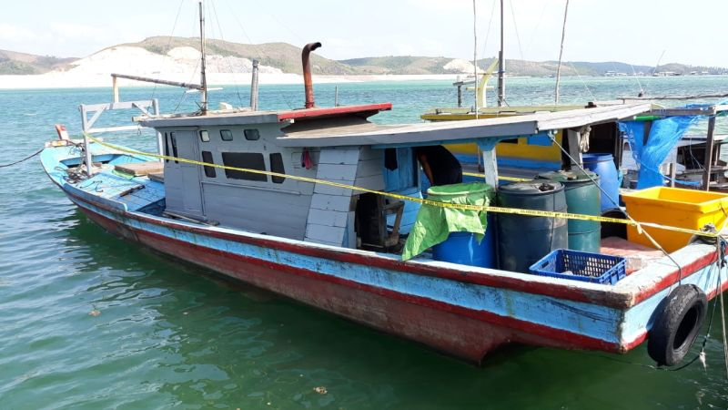 https: img.okezone.com content 2019 07 31 340 2085893 tangkap-ikan-pakai-bom-rakitan-4-nelayan-asal-kalbar-ditangkap-Nj0M9HROtb.jpg