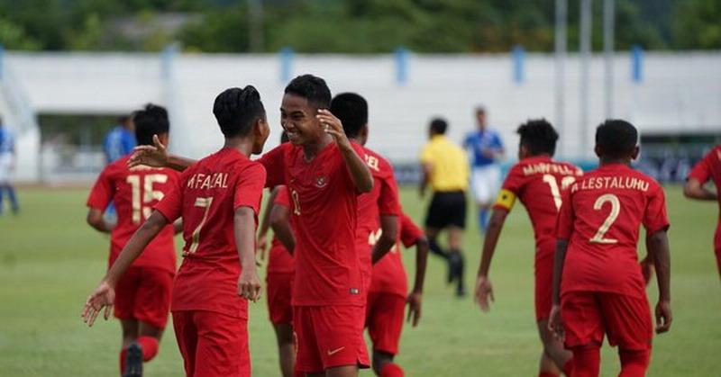 https: img.okezone.com content 2019 07 31 51 2085946 timnas-indonesia-u-15-vs-timor-leste-masih-sama-kuat-di-babak-pertama-uYhTLUy3Jo.jpg