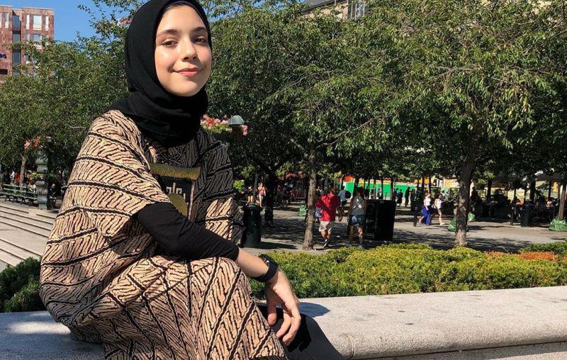 https: img.okezone.com content 2019 07 31 617 2085795 5-gaya-hijab-anak-ayu-azhari-yang-bikin-kaum-adam-kepincut-jxLCaD8Mex.jpg