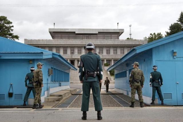 https: img.okezone.com content 2019 08 01 18 2086280 tentara-korea-utara-kabur-ke-korsel-lewat-zona-demiliterisasi-wzxwFd4tcn.jpg