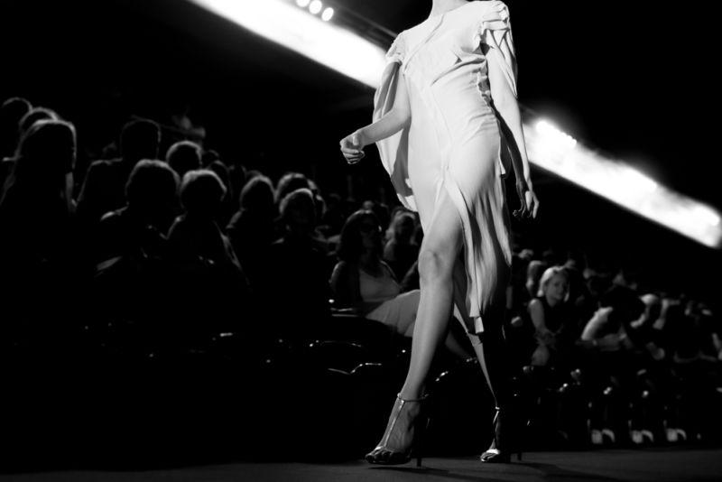 https: img.okezone.com content 2019 08 01 194 2086319 bekraf-kirim-8-industri-fashion-rumahan-bersaing-di-fashion-show-las-vegas-mgPPldq5fv.jpg