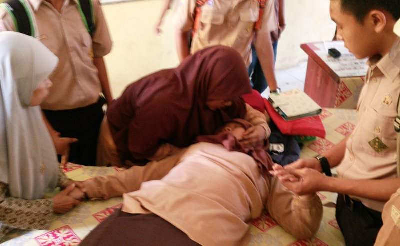 https: img.okezone.com content 2019 08 01 612 2086381 7-kasus-kesurupan-massal-di-indonesia-korbannya-kebanyakan-perempuan-fTKCpR4Ae0.jpg