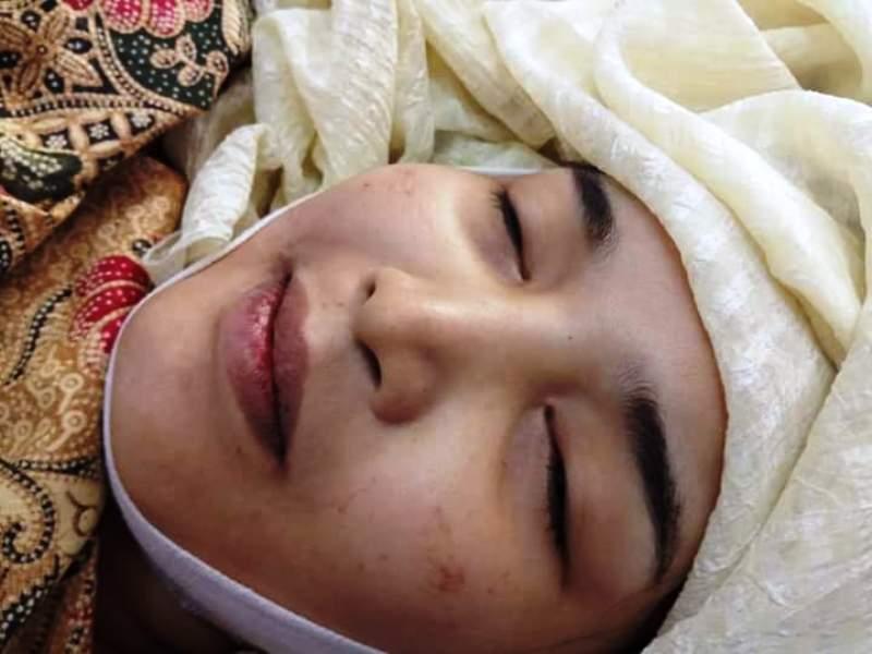https: img.okezone.com content 2019 08 02 337 2086893 kisah-haru-istri-yang-meninggal-tersenyum-usai-melahirkan-jadi-viral-uxjLrs3DhM.jpg