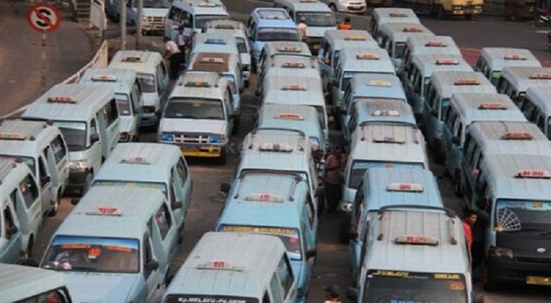 https: img.okezone.com content 2019 08 02 338 2086850 pembatasan-usia-kendaraan-di-jakarta-hanya-untuk-angkutan-umum-WtOw8QTcUo.jpg